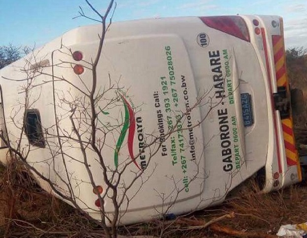 PICTURES: Harare Bound Bus In Fatal Accident Along Plumtree High Way