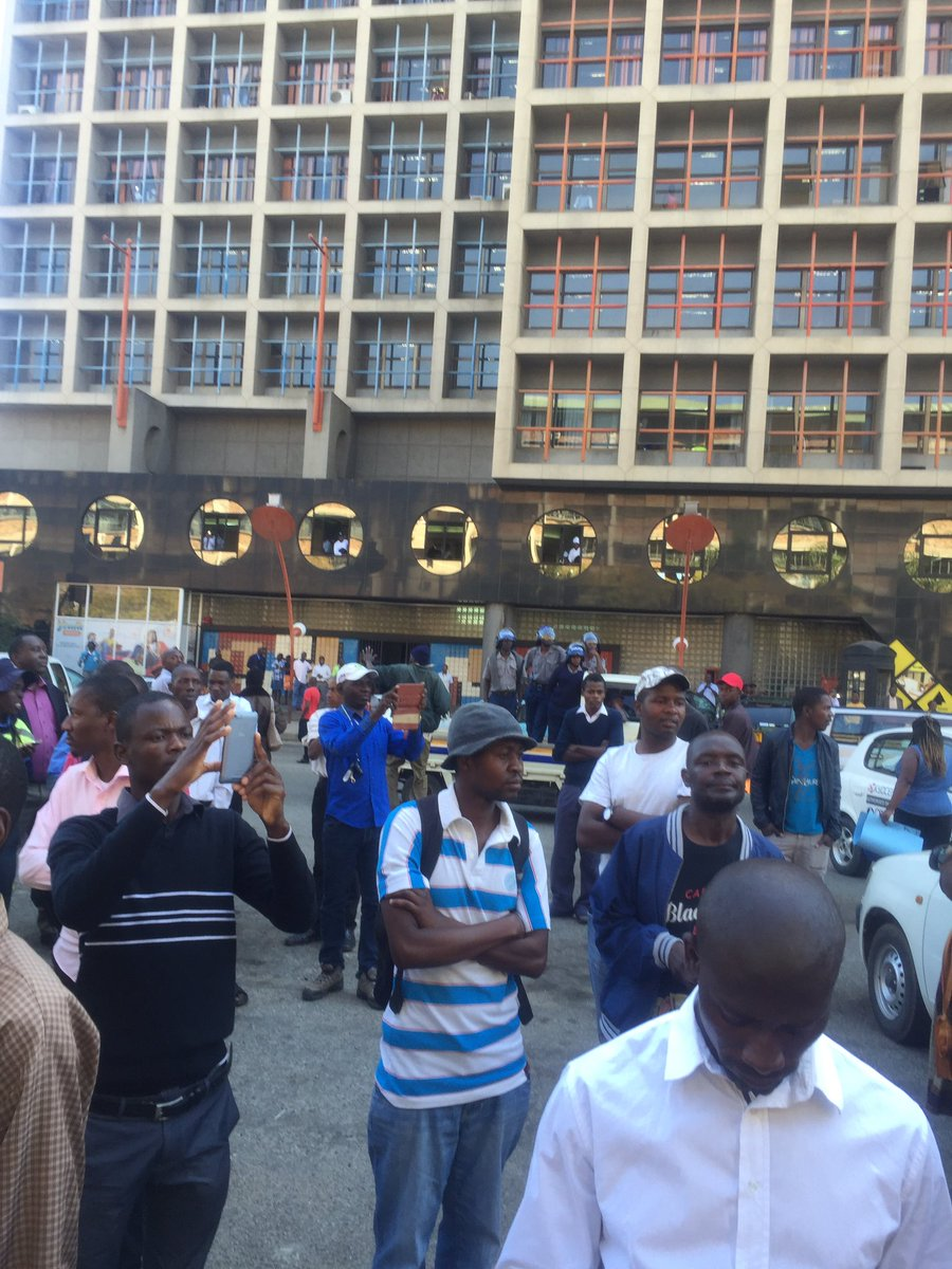 RIOT POLICE 'MIX' WITH BOND NOTES PROTESTERS