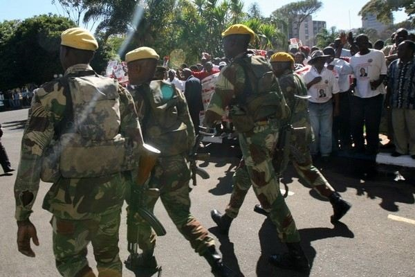 Mugabe's Presidential Guard Nabbed For Carjacking
